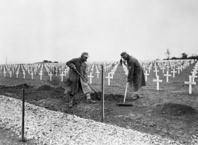 1st US Cemetery St Laurent-ser-Mer, near Omaha 28 May'45 Photo by P Carrol.