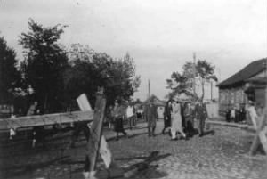 Entrance to the Minsk ghetto.jpg