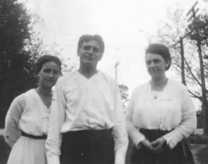 Fred Bader and 2 women.jpg