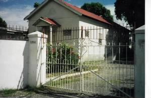 Jamaica - Lincoln Kirk first bldg - Franklyn Town 1999.JPG
