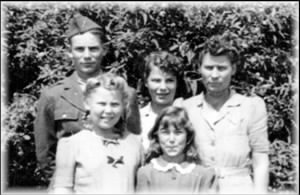 Johnson, Bruce C with Mother, Sarah Cecilia Sabin Johnson & sisters