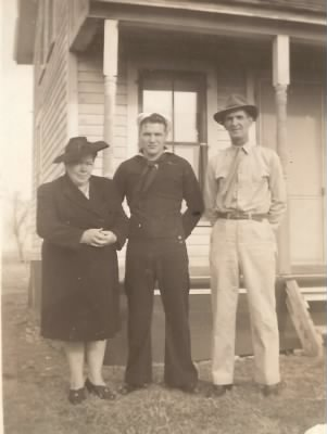 Jack in uniform with his mother jessie and father wilbur on his sides - Fold3.com