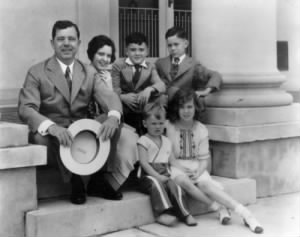 lg-governor-huey-long-with-his-children-and-nephew-and-niece-in-baton-rouge-louisiana-in-the-1930s.jpg