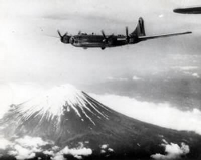 499th BG B-29 over Mt Fuji.jpg