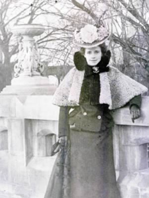 Alice Lupton Thomas--Chicago, c 1900.png